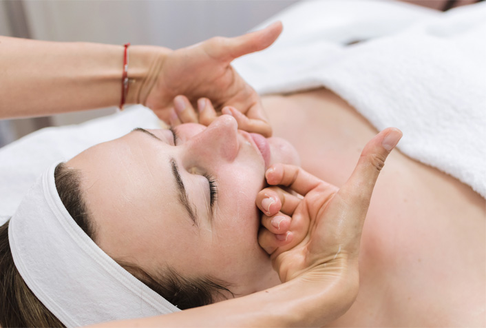 5 Proven Anti-Aging Therapy Options That Will Surely Make You Look Younger - r2 medical clinic